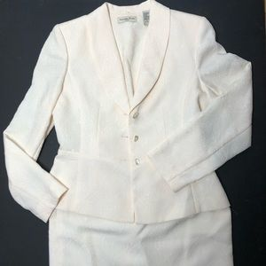 Amanda Smith ivory white suit blazer/skirt sz 6